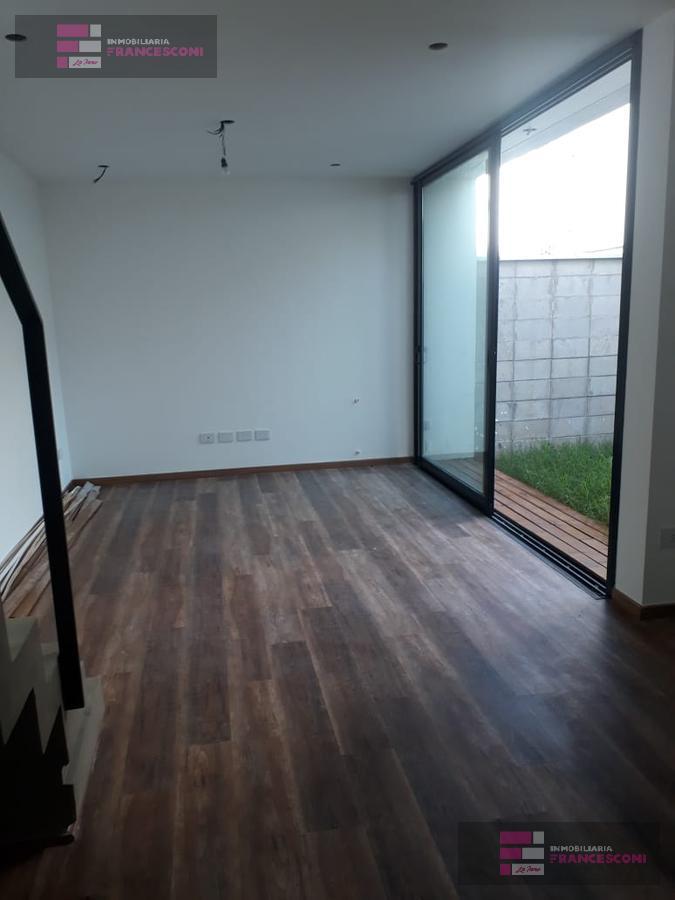 Foto Casa en Venta en  City Bell,  La Plata  13c 462 y 464