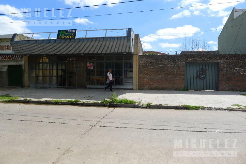 Foto Local en Venta en  Temperley,  Lomas De Zamora  La Calandria 3252
