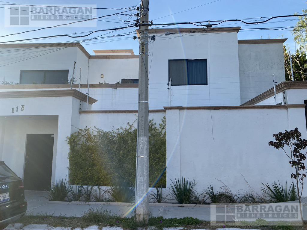 Foto Casa en Venta en  Querétaro ,  Querétaro  EXTRAORDINARIA CASA EN VENTA EN QUERETARO VILLAS DEL MESON JURIQUILLA