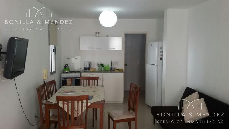 Foto Apartamento en Alquiler temporario en  Centro,  Piriápolis  Monoambiente  en Circunvalación y Plaza Artigas SOLO ALQUILER TEMPORAL U$S 50 fin de semana 2 personas