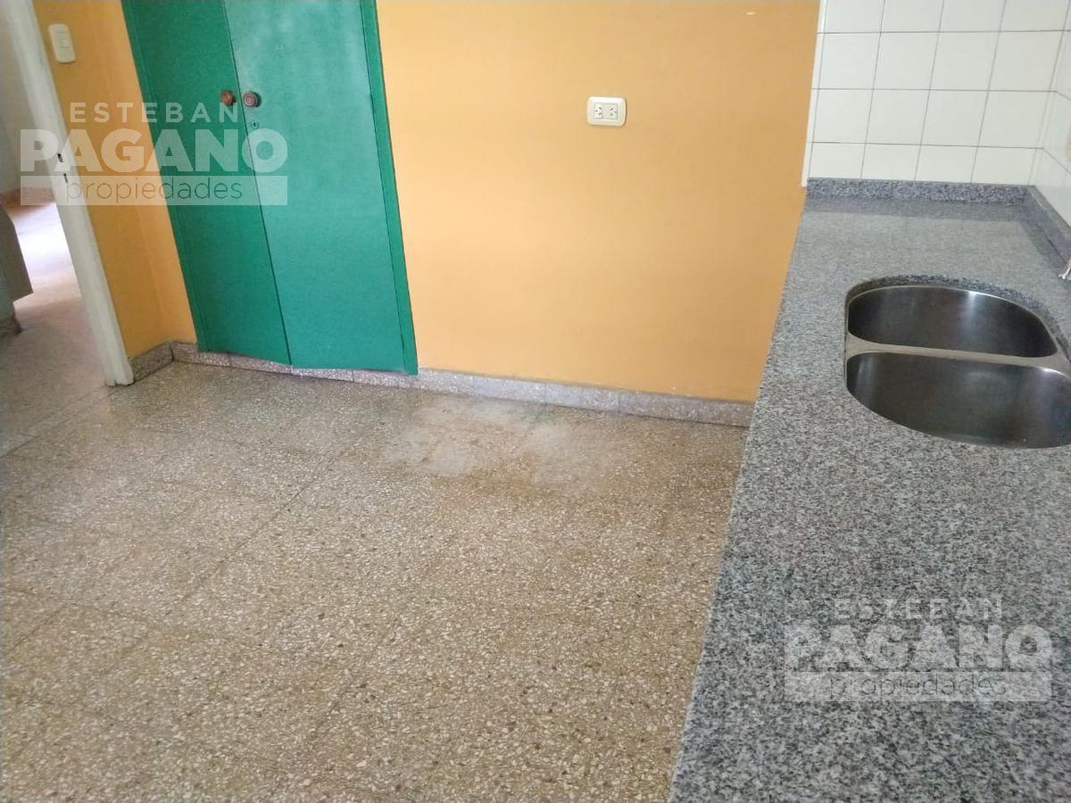 Foto PH en Venta en  La Plata,  La Plata  49 e 10 y 11 n° 796