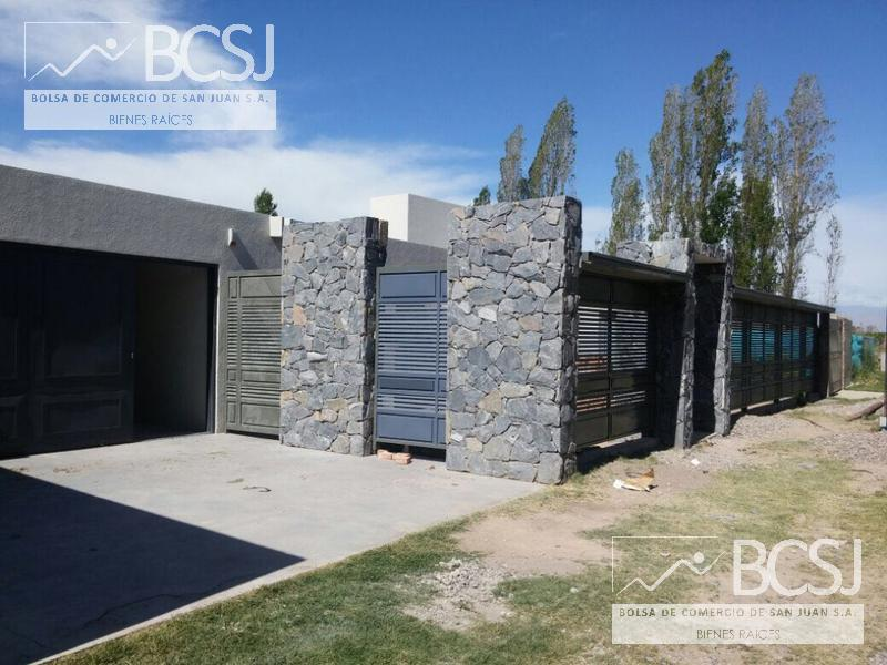 Foto Casa en Venta en  Santa Lucia ,  San Juan  Urquiza entre Roque Saenz Peña y Libertador
