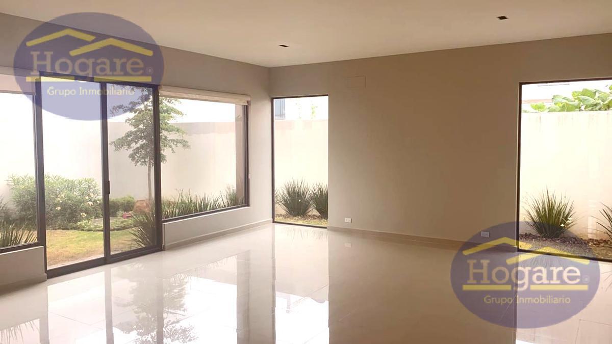 Casa en Renta, con amplio jardín de 3 Recámaras en Lomas II en El Molino Residencial, León Gto.