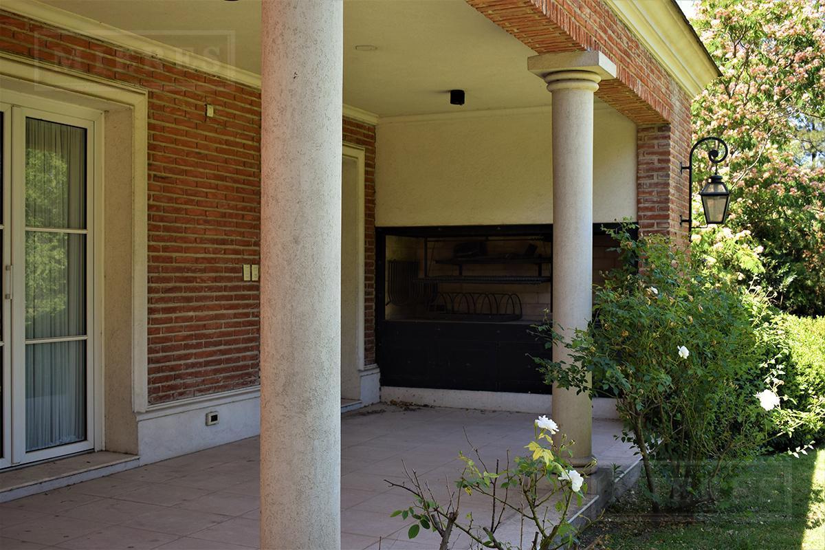 Casa de 476 mts. en Ayres de Pilar