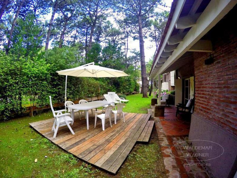 Foto Casa en Venta | Alquiler temporario en  Pinamar ,  Costa Atlantica  Itaca 359