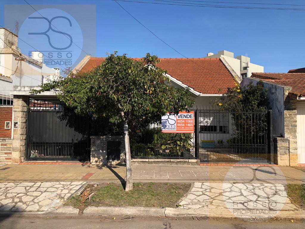 Foto Casa en Venta en  B.Guemes,  Haedo  Alberto Vignes al 600