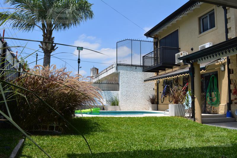 Foto Casa en Venta en  Ituzaingó ,  G.B.A. Zona Oeste  Bacacay esquina Piran