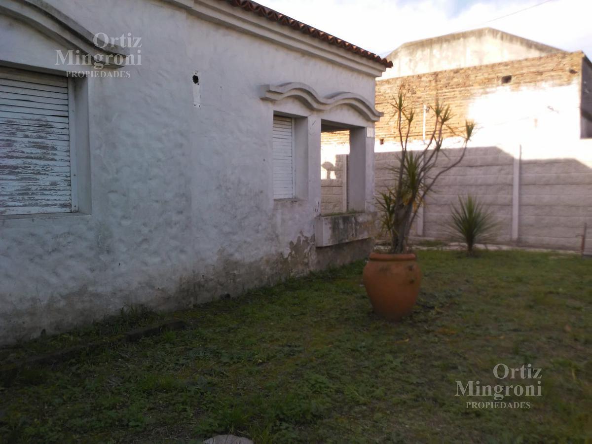 Foto Casa en Venta en  Lomas de Zamora Oeste,  Lomas De Zamora  Saenz al 2000