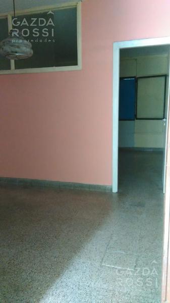 Foto Departamento en Alquiler en  Adrogue,  Almirante Brown  Uriburu al 500
