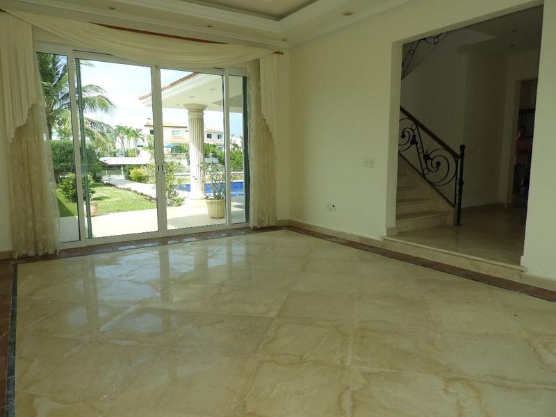 Zona Hotelera House for Sale scene image 6