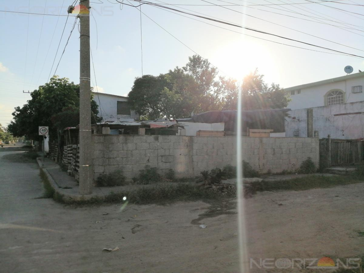 Foto Terreno en Venta en  Nuevo Tampico,  Altamira  Excelente Terreno en Esquina con Construcción en Colonia Nuevo Tampico, Altamira, Tamaulipas.