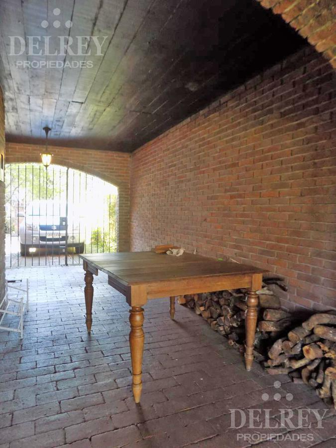 Foto Casa en Venta en  Carrasco ,  Montevideo  French y Ricardo Areco
