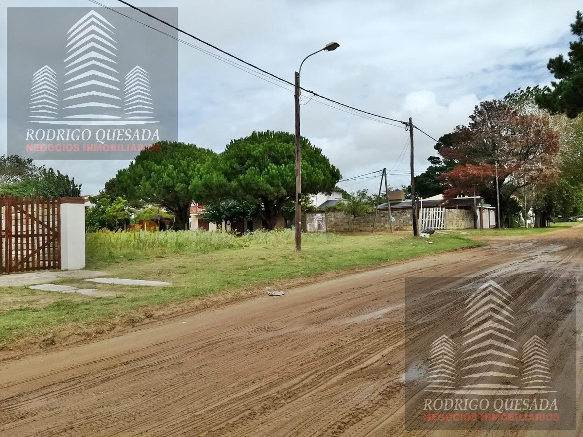Foto Terreno en Venta en  Mar De Ajo ,  Costa Atlantica  Lote esquina de 812 m²