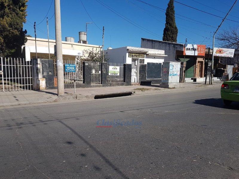 B° Alto Alberdi, casa a reciclar/demoler sobre Av. Santa Ana