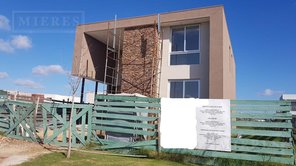 Casa en venta a estrenar en Puertos Barrio Araucarias.