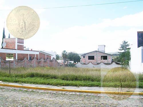 Foto Terreno en Venta |  en  Fraccionamiento Los Viñedos,  Tequisquiapan  Oportunidad de terreno