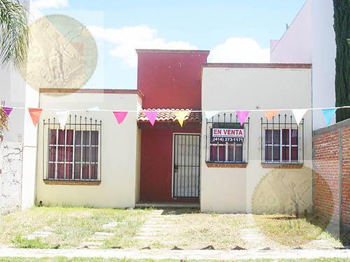 Foto Casa en Venta en  Fraccionamiento Las Fuentes,  Ezequiel Montes  Funcional casita con pequeño jardín