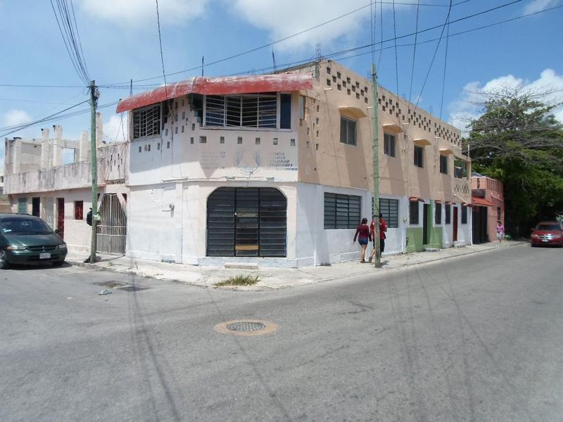 Foto Casa en Venta en  Supermanzana 74,  Cancún  Se Vende Cuarteria en Cancún con 13 Habitaciones en Esquina