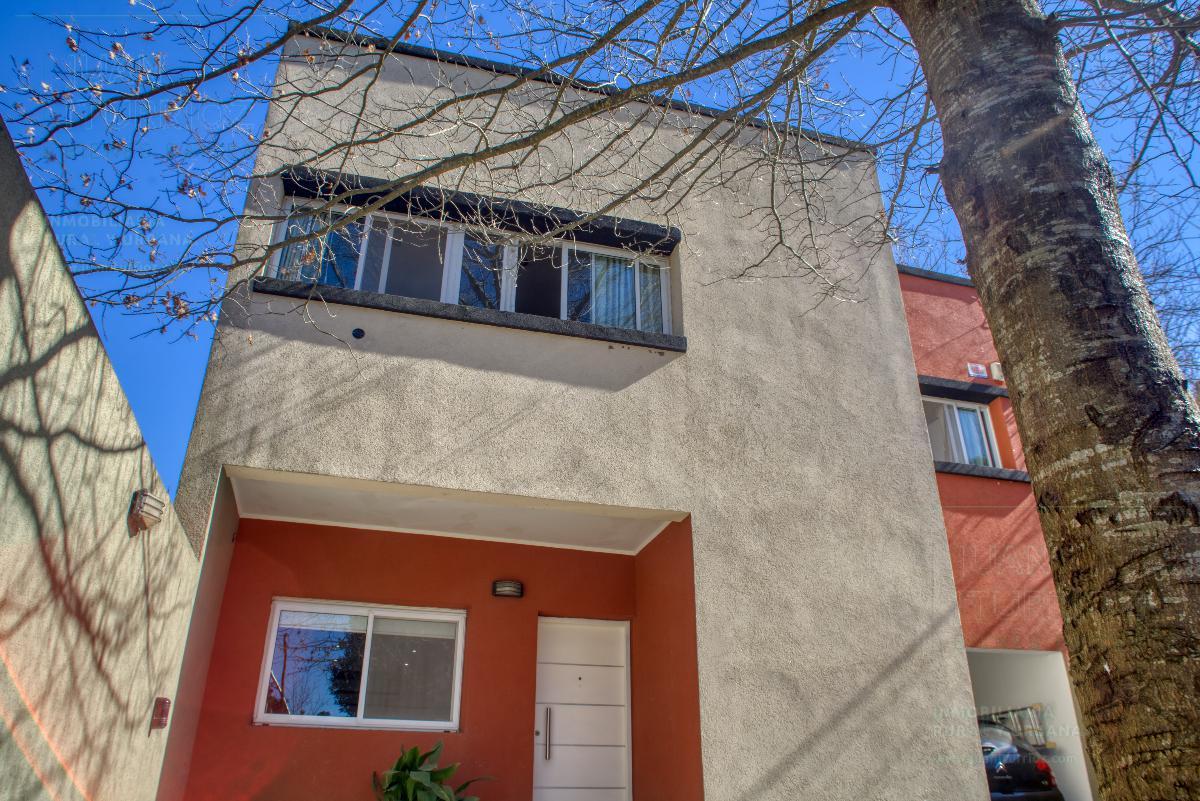 Foto Casa en Venta en  City Bell,  La Plata  448 e/ 21C y 21D - City Bell