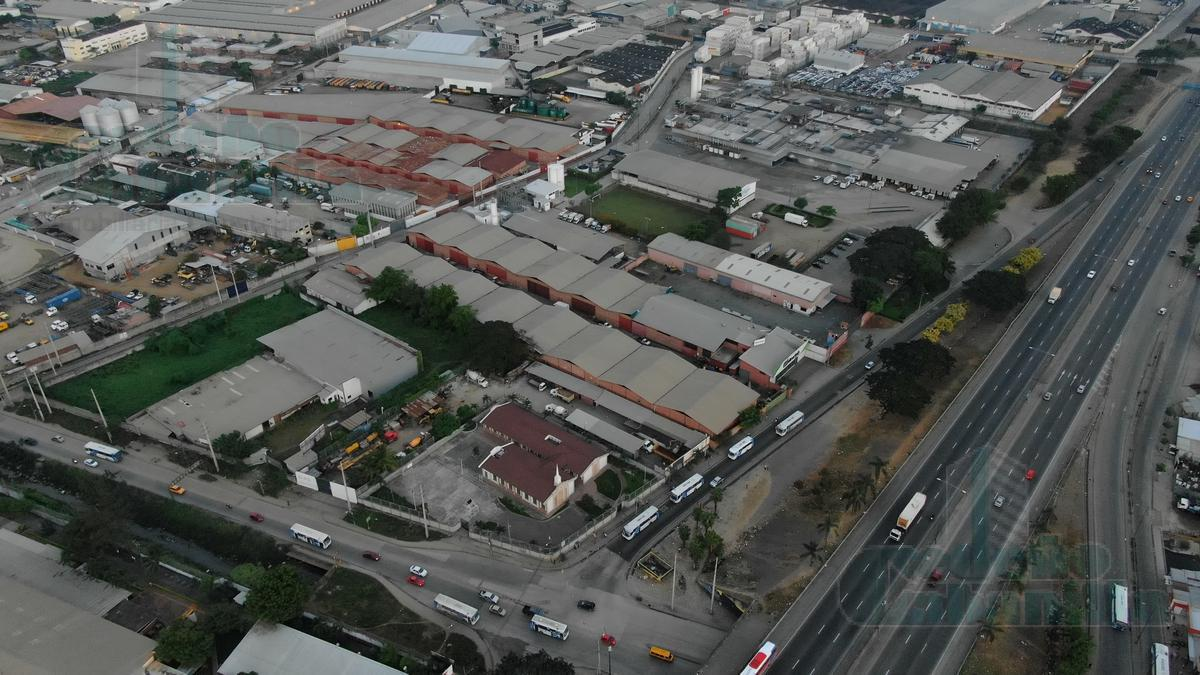 Foto Galpón en Alquiler en  Norte de Guayaquil,  Guayaquil      ALQUILER DE TERRENO ESQUINERO CON GALPONES ZONA INDUSTRIAL