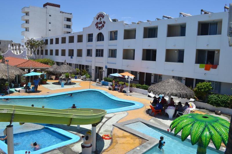 Foto Hotel en Venta en  Fraccionamiento Telleria,  Mazatlán  EXCELENTE HOTEL DE 97 HABITACIONES. FRENTE AL MAR/MALECON DE MAZATLÁN SINALOA. FUNCIONANDO!!