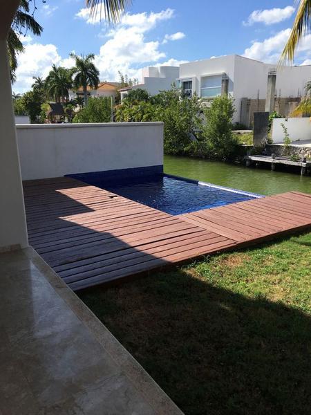 Foto Casa en Venta en  Fraccionamiento El Pedregal,  Banderilla  Casa en canal Isla Dorada