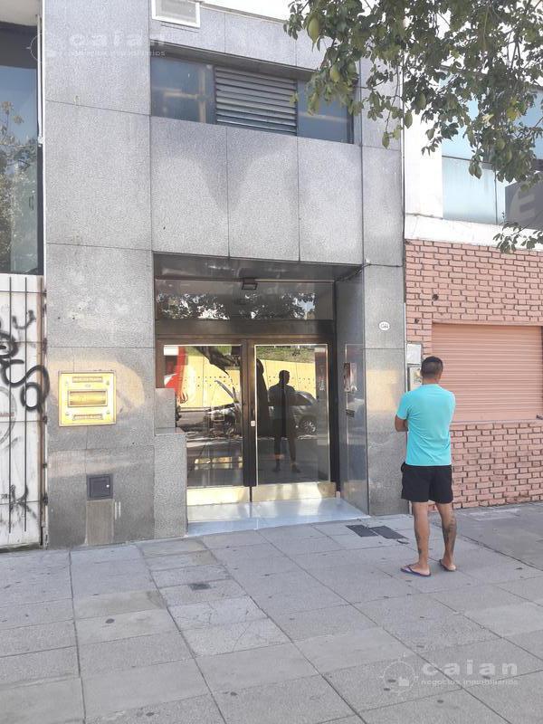 Foto Departamento en Venta en  Monserrat,  Centro  Bernardo de Irigoyen al 1300
