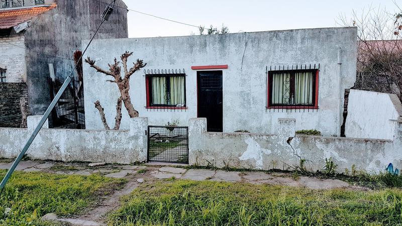Foto Casa en Venta en  Ituzaingó ,  G.B.A. Zona Oeste   El tordo Nº al 300