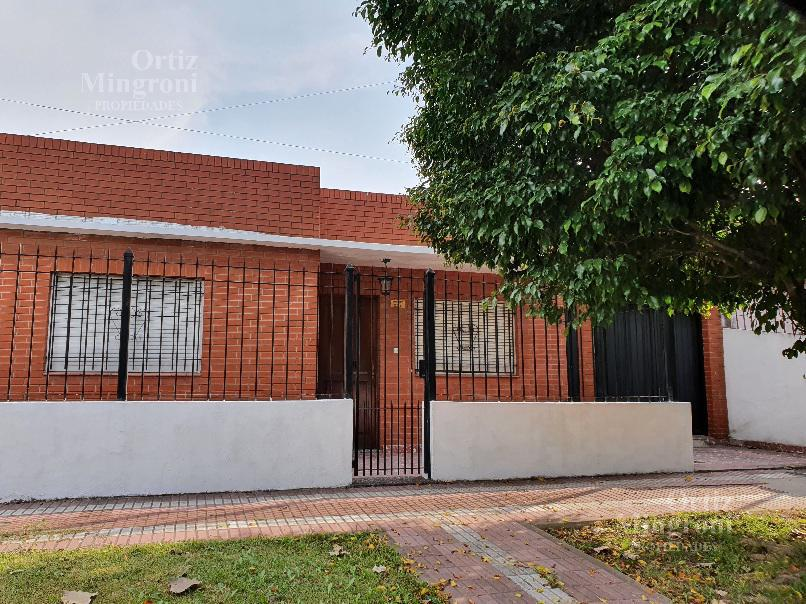 Foto Casa en Alquiler en  Lomas de Zamora Oeste,  Lomas De Zamora  Donizetti al 200
