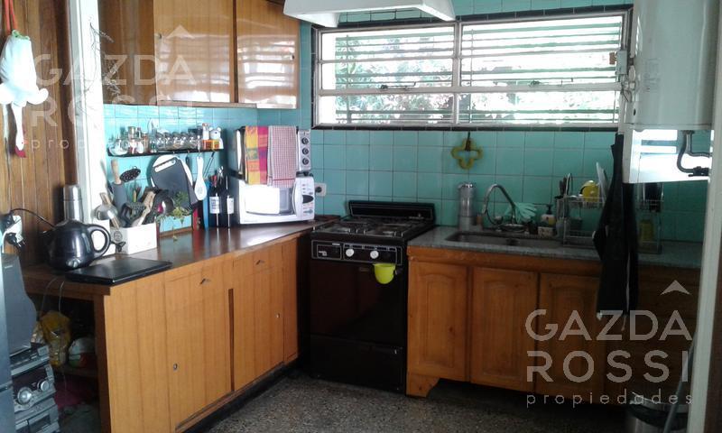 Foto Casa en Venta en  Lomas De Zamora ,  G.B.A. Zona Sur  Dr. Finochietto 64