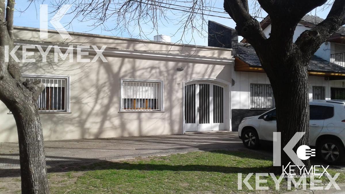 Foto Casa en Venta en  La Plata,  La Plata  Avenida 25 entre 48 y 49
