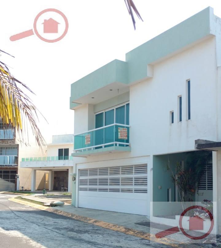 Foto Casa en Venta en  Fraccionamiento Banus,  Alvarado  Casa en Venta en Banus Cluster VIP frente a la Alberca
