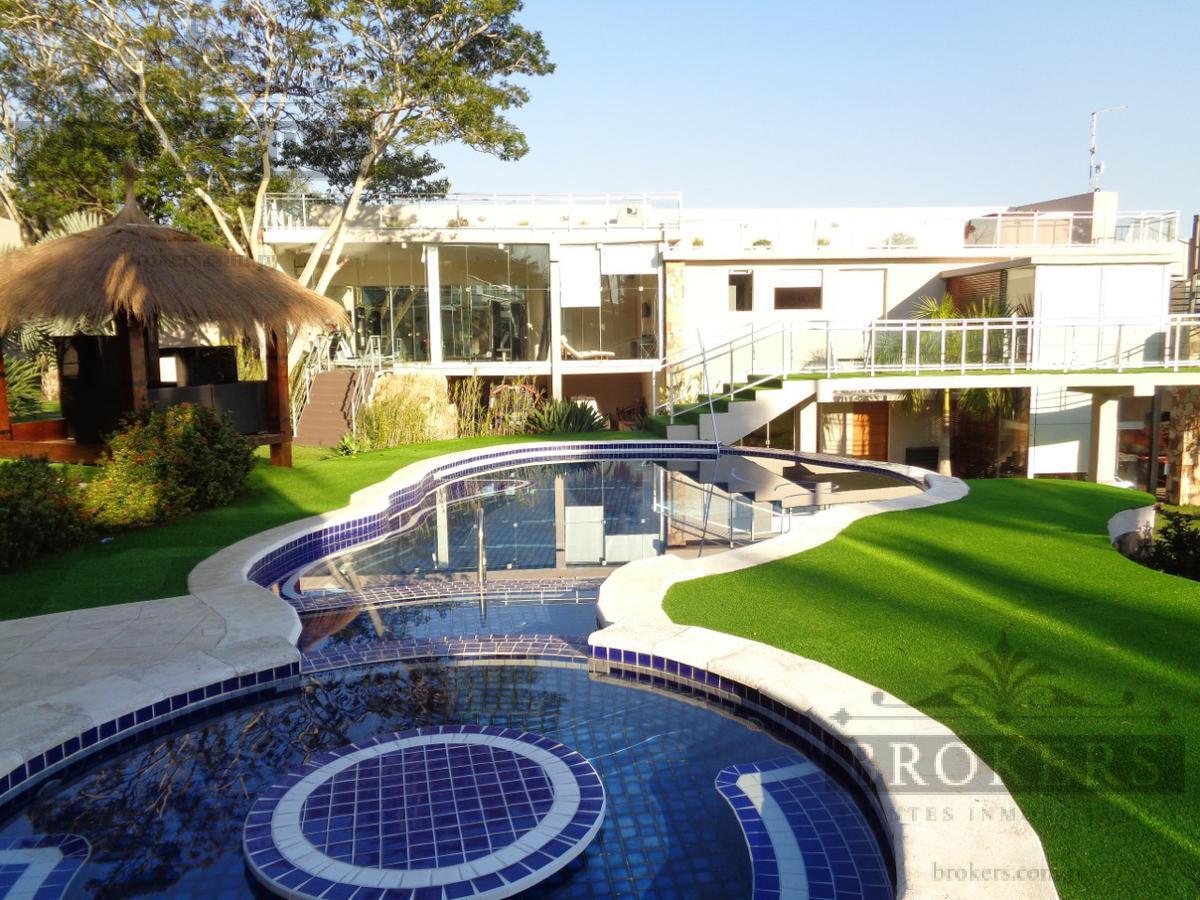 Foto Casa en Venta en  San Bernardino,  San Bernardino  Vendo Residencia De 6 Suites Con Vista Al Lago