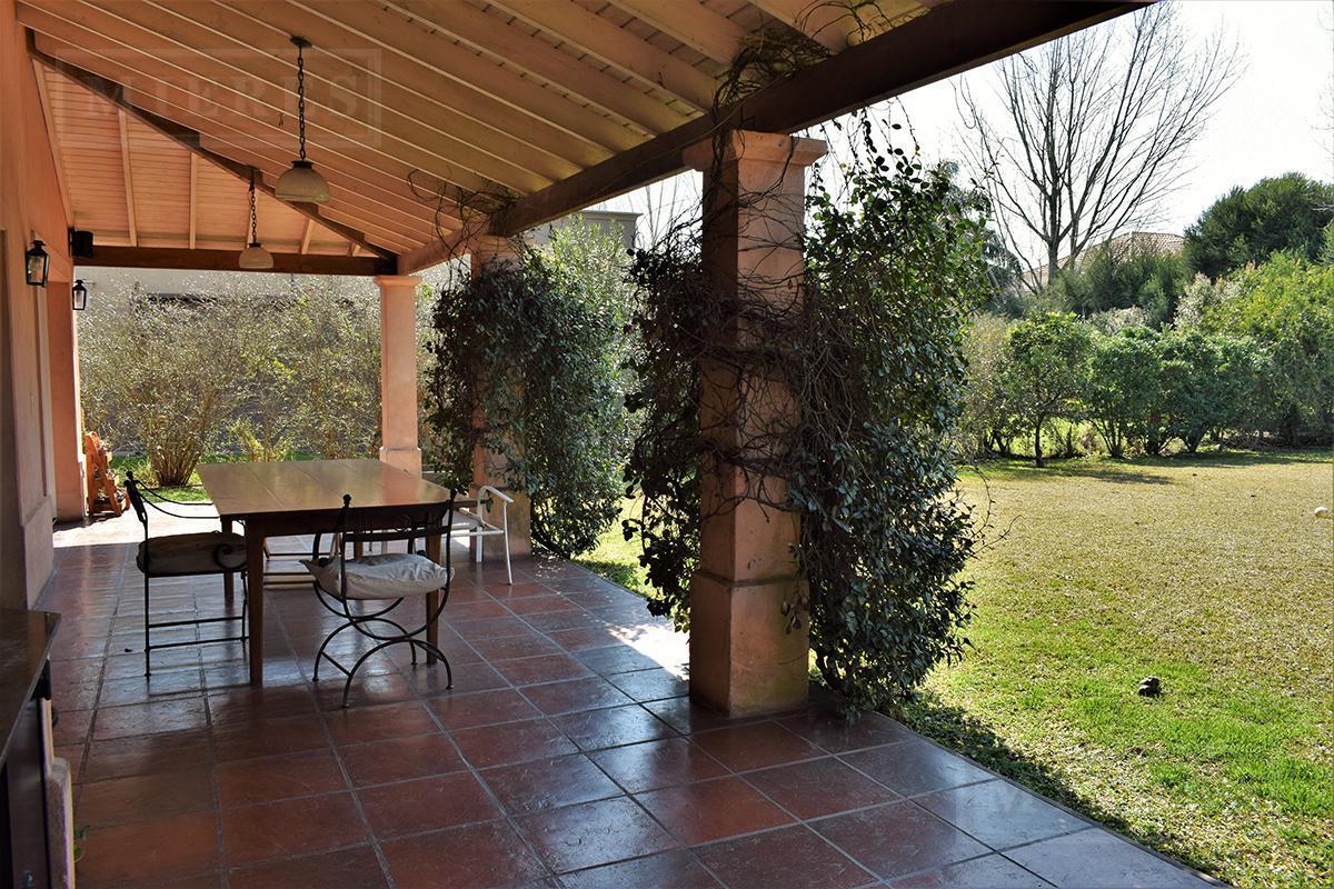 Mieres Propiedades - Casa de 242 mts en La Lomada