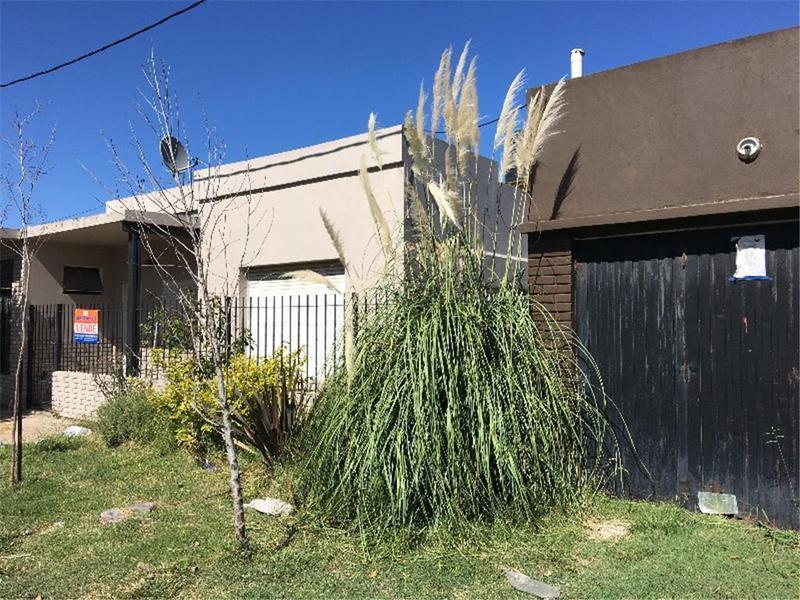Foto Casa en Venta en  La Plata ,  G.B.A. Zona Sur  23 bis n°: 2.300 e/80 y 81