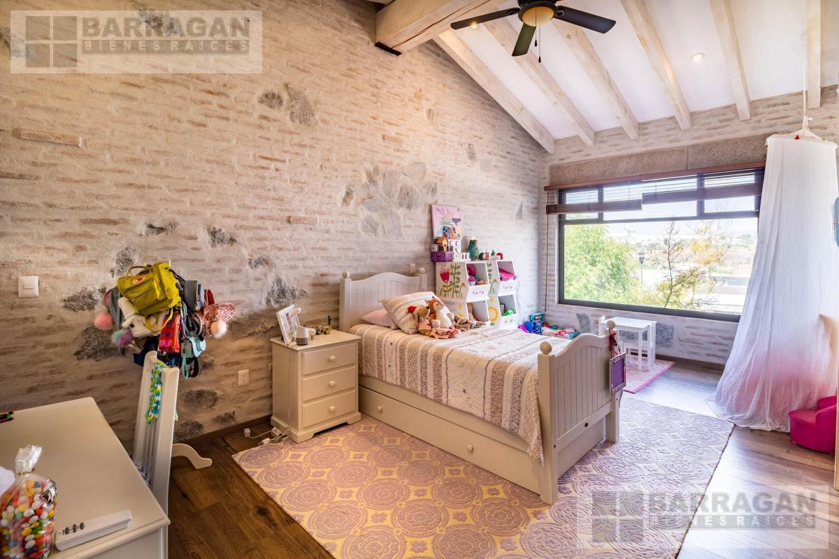 Foto Casa en Venta en  Fraccionamiento El Campanario,  Querétaro  OPORTUNIDAD PARA INVERSIONISTAS!! Casa en Venta en El Campanario, Querétaro
