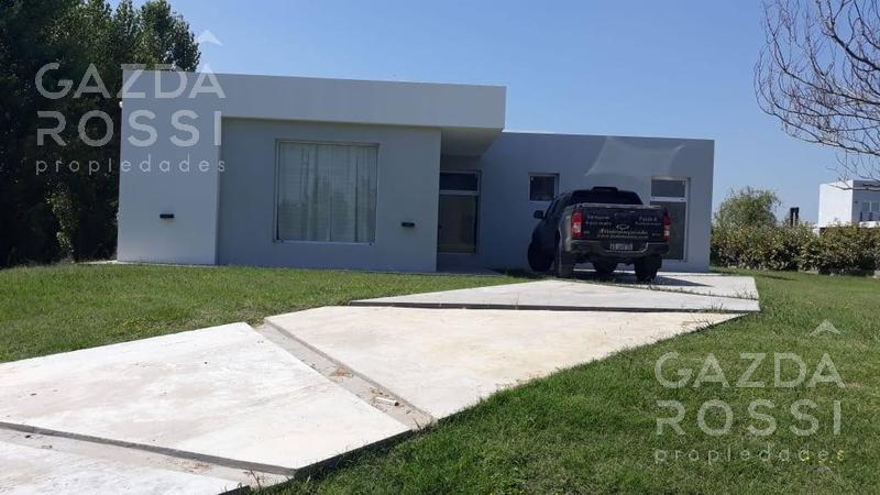 Foto Casa en Venta en  Country Santa Rita,  Countries/B.Cerrado (San Vicente)  Moderna propiedad en Santa Rita