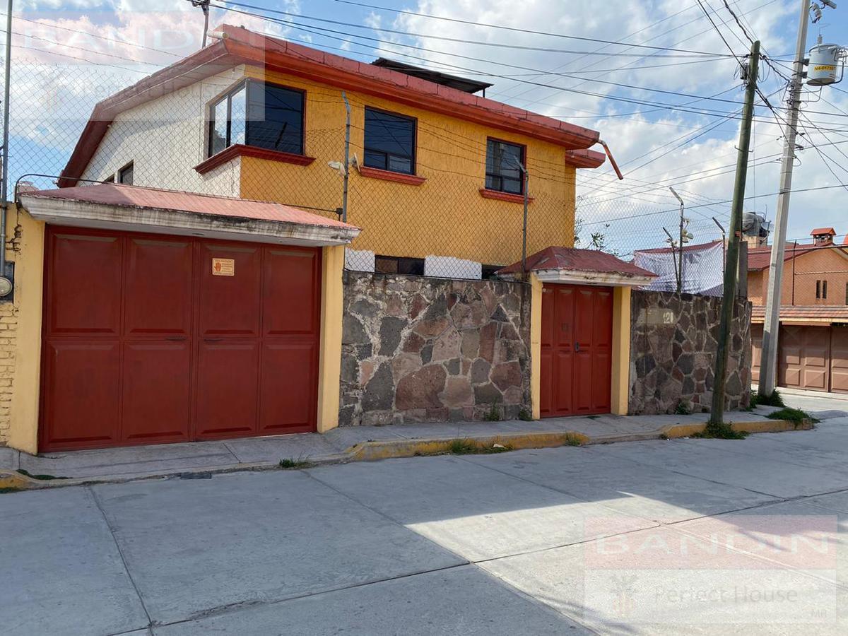 Foto Casa en Venta en  San Felipe Tlalmimilolpan,  Toluca  Juan Escutia, San Felipe Tlalmimilolpan, Toluca Edo. de México