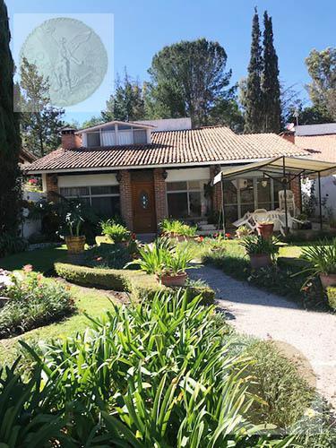 Foto Casa en Venta en  Fraccionamiento Club de Golf Tequisquiapan,  Tequisquiapan  Casa con árboles frutales en jardín
