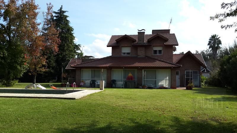 Foto Casa en Venta en  El Ombu,  Countries/B.Cerrado  El Ombu