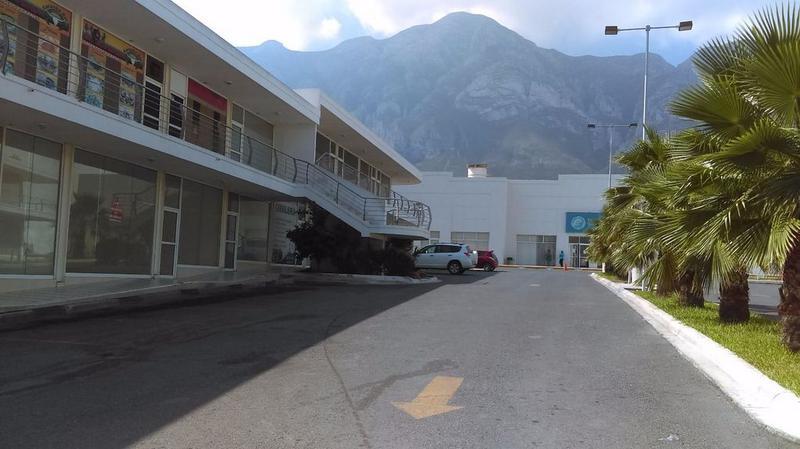 Foto Local en Renta en  Luis Echeverría Alvarez,  Santa Catarina  Renta de Local Plaza Comercail Santa Catarina