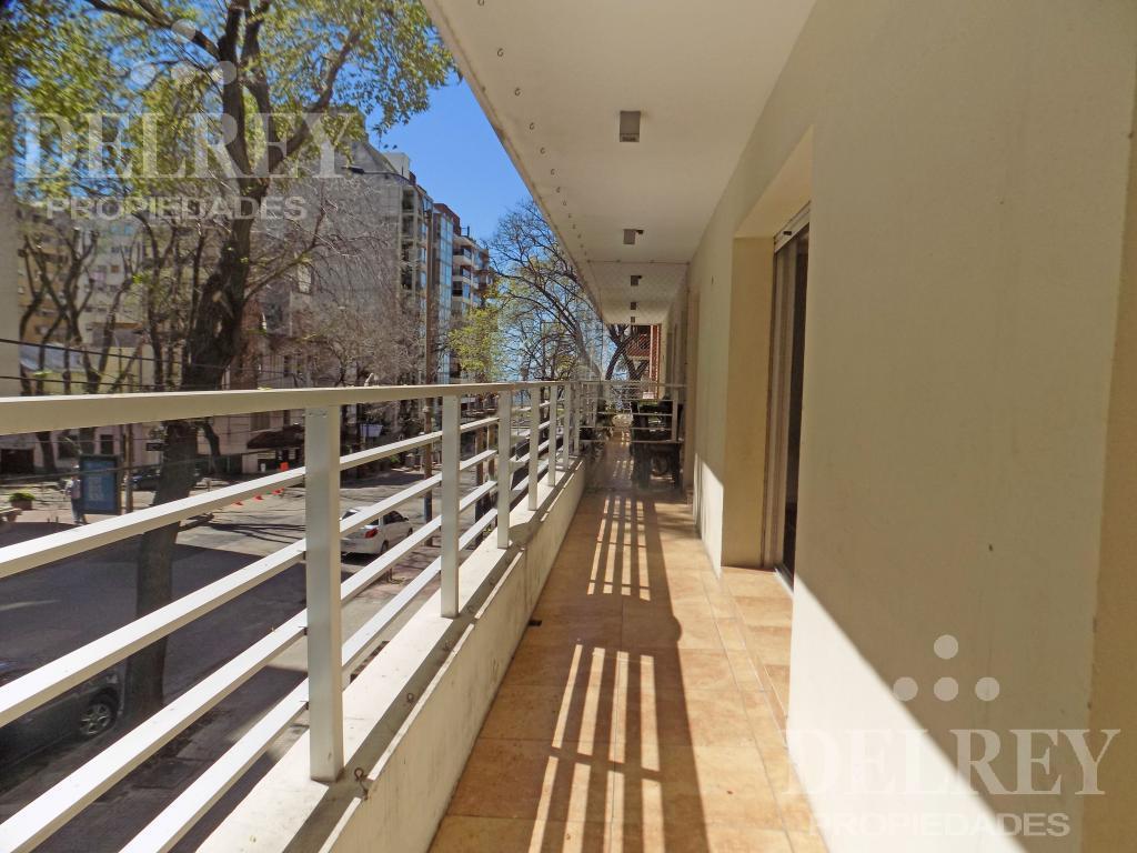 Foto Departamento en Alquiler en  Pocitos ,  Montevideo  21 de Setiembre y  Rambla Gandhi Aprox