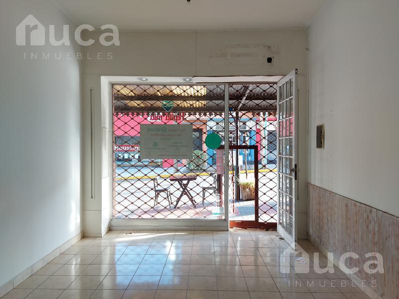 Foto Local en Alquiler en  La Lucila,  Vicente López  Excelente local en el centro de La Lucia   Diaz Vélez al 600