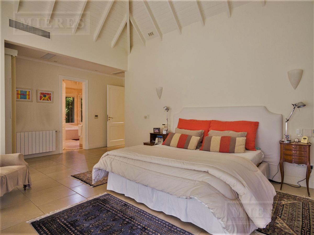 Mieres Propiedades - Importante casa de 730 mts en el Farm Club