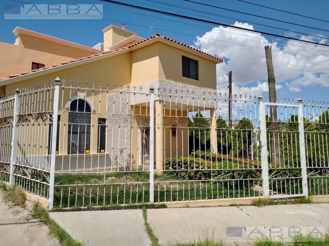 Foto Casa en Renta en  Chihuahua ,  Chihuahua  EN RENTA Amueblada Resid. Universidad