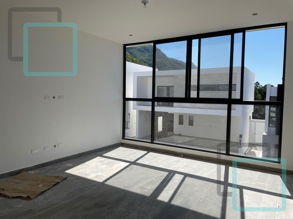 Foto Casa en Venta en  Laderas Residencial,  Monterrey  CASA EN VENTA CASTAÑOS DEL VERGEL ZONA CARRETERA NACIONAL MONTERREY