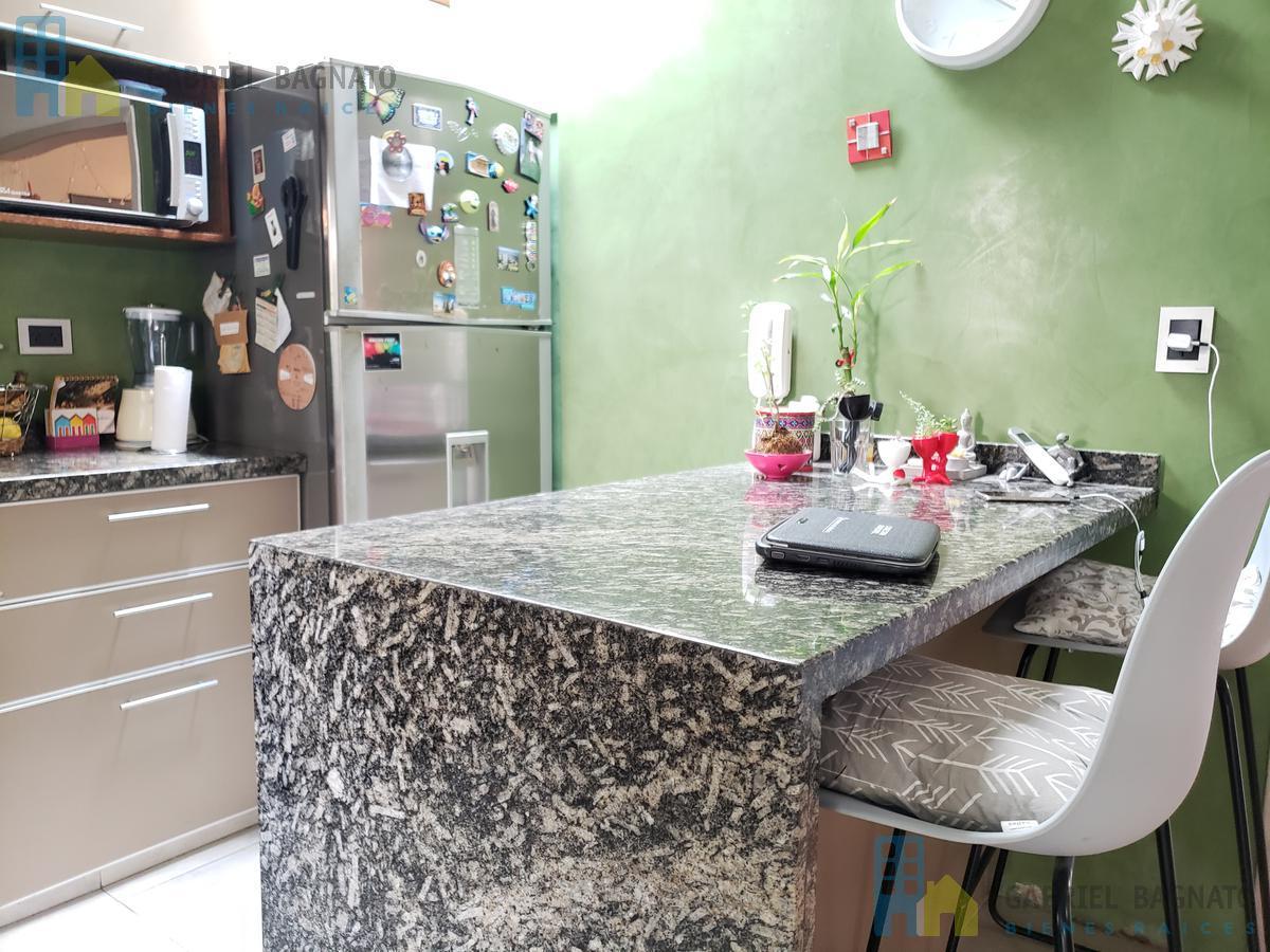 Foto PH en Venta en  Bernal,  Quilmes  Maipu 170