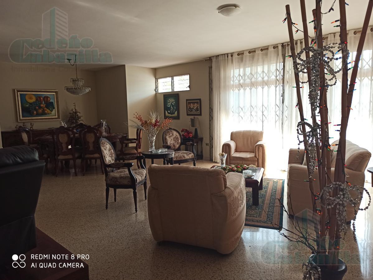 Foto Casa en Venta en  Norte de Guayaquil,  Guayaquil  VENTA DE CASA EN URDESA CERCA DE ZONA COMERCIAL