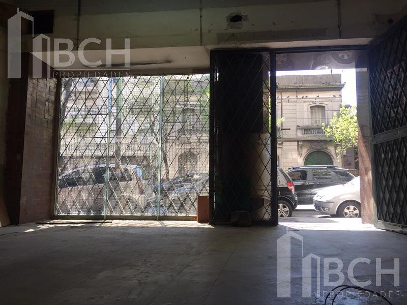 Foto Local en Alquiler en  Caballito ,  Capital Federal  Av. Rivadavia al 4100