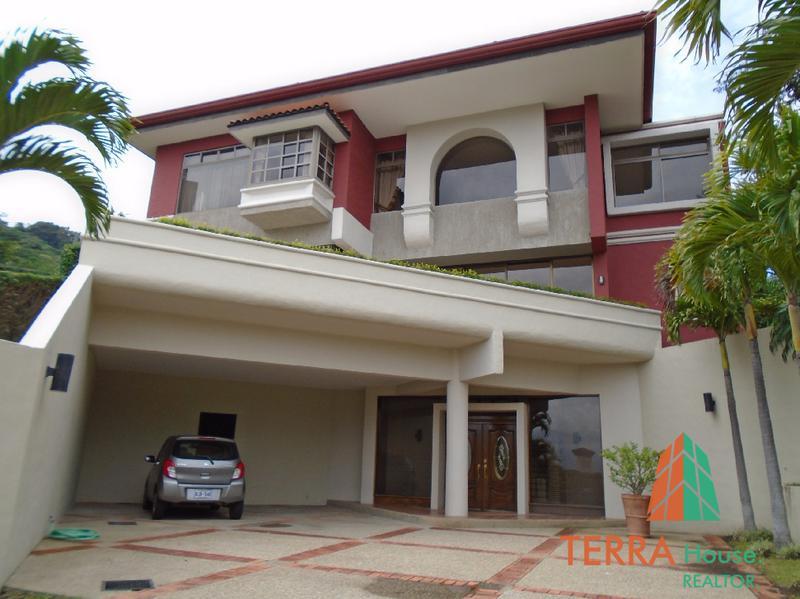 Foto Casa en Renta en  Escazu,  Escazu  PRECIOSA RESIDENCIA EN ESCAZU, CONDOMINIO EXCLUSIVO Y SEGURO.